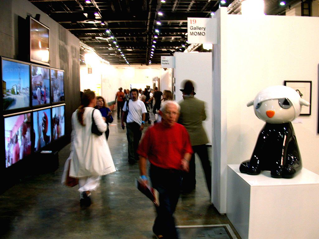 1024px-Joburg-Art-Fair-hallway